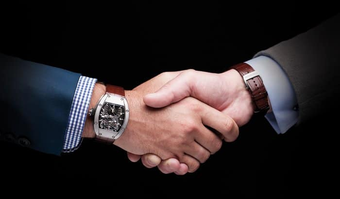 psychology of wearing watch in right hand