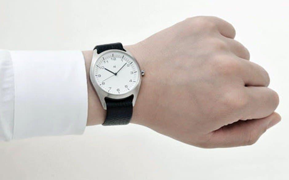 which wrist do you wear a watch on - left wrist
